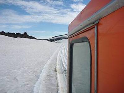 Дорога по снежникам