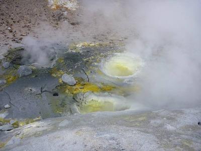 Бездонные кратерки в кратере мутновки
